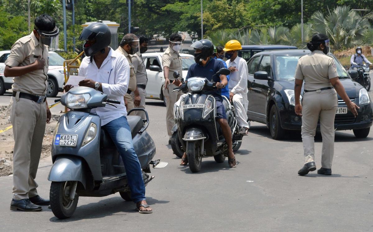 Karnataka sees slight dip in COVID-19 caseload, 39,305 fresh cases; 16,747 in Bengaluru