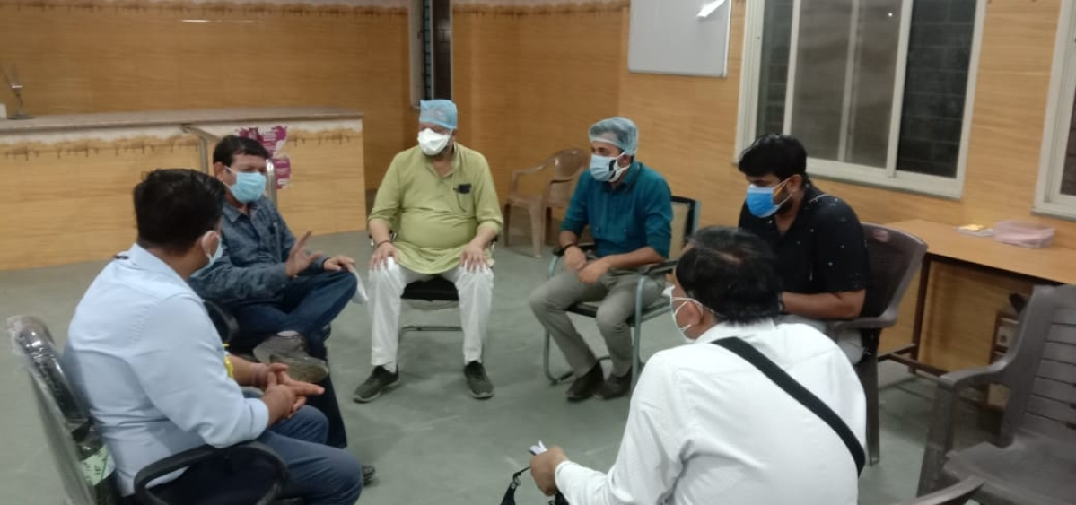 Ratlam Medical College dean holding meeting with doctors