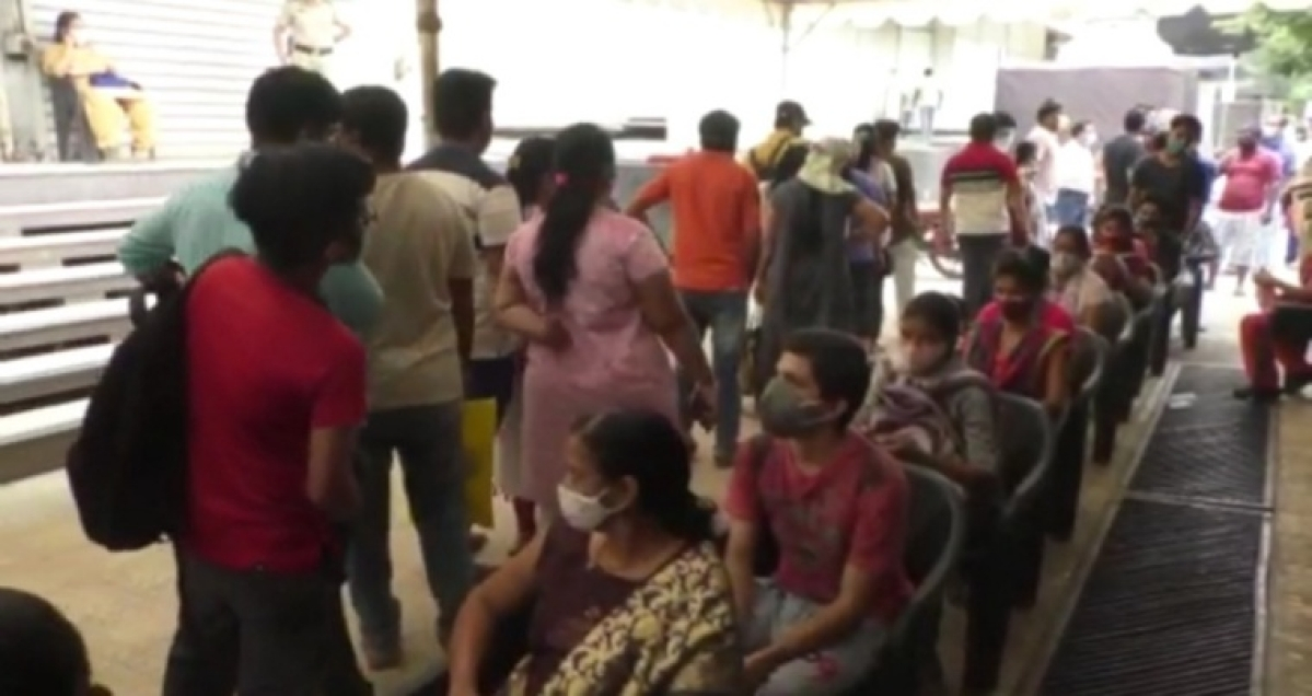 COVID-19: Chaos outside center in Kalyan on day one of third phase of vaccination drive