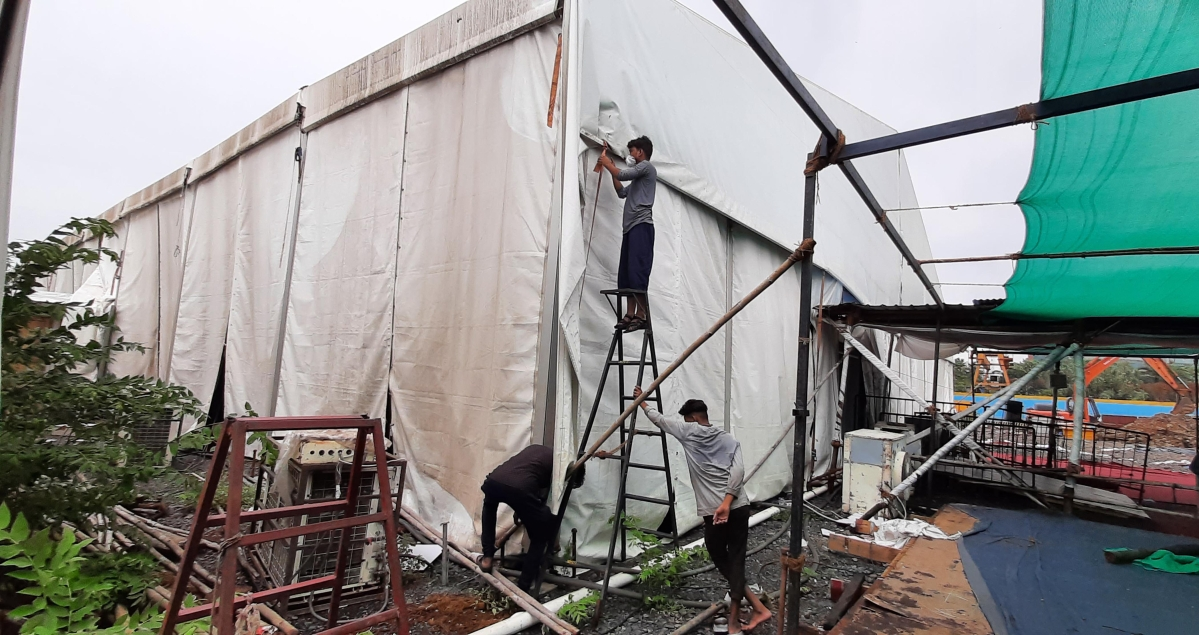 BKC jumbo centre under repair after cyclone Tauktae hits Mumbai.