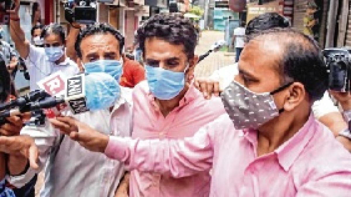 ED finds Kalra, aides dealt in 7,000 oxygen concentrators; seizes 151 bottles in raids