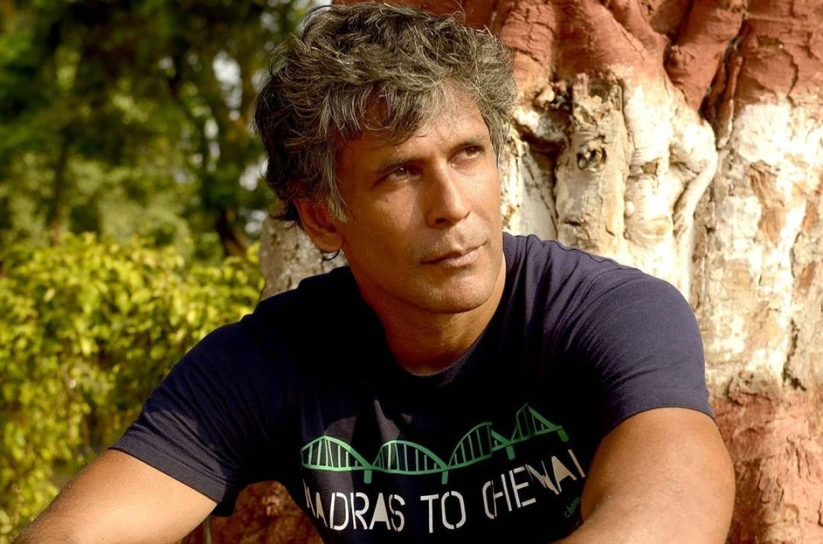 'Bechari Aunty': Milind Soman slammed for making saree-clad woman do push-ups for selfie - watch video