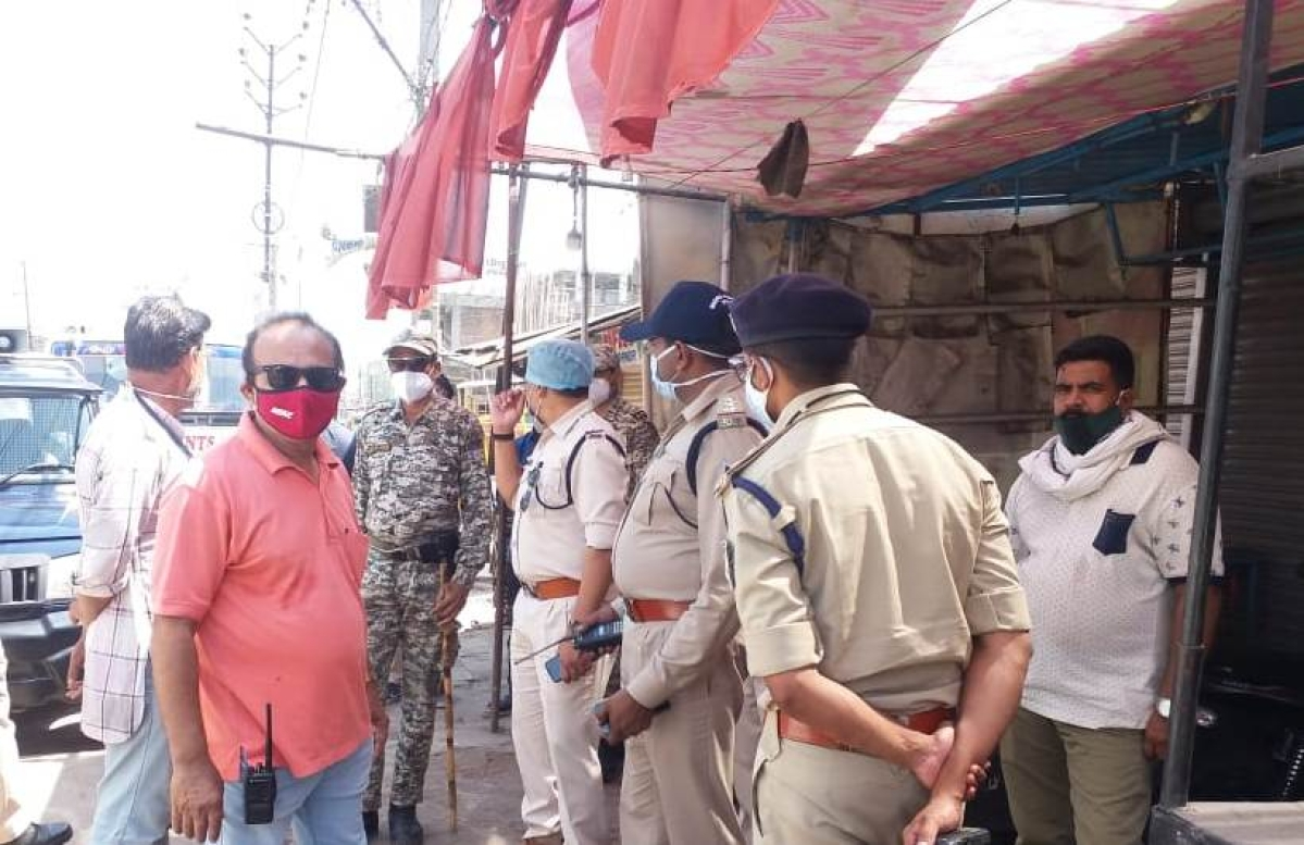 The teams of Bhopal Municipal Corporation and police carried out an anti-encroachment drive near Sindhi Colony and Quazi camp area on Monday