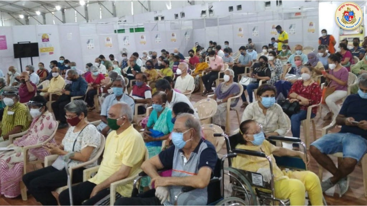 Vaccine jabs: No end to miseries of senior citizens