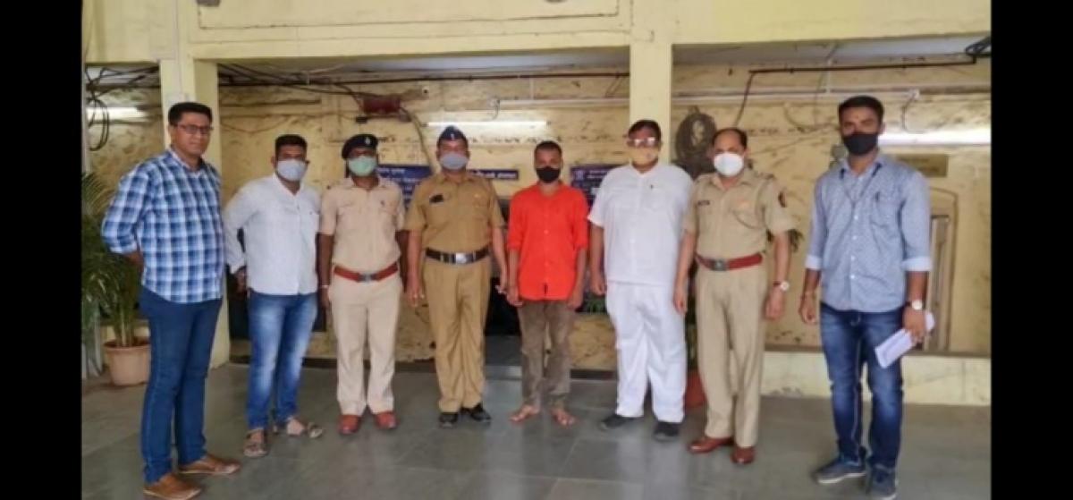 Kalyan: Fake ticket checker tries to cheat passenger, gets arrested