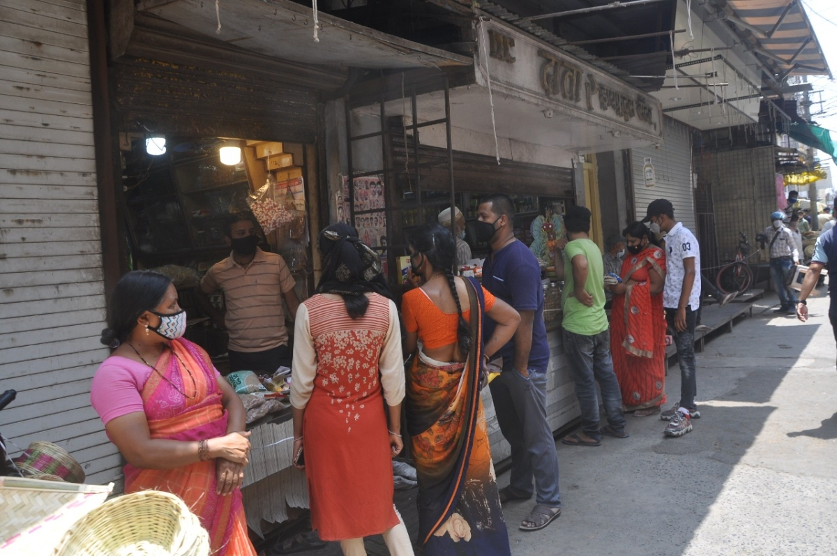Indore: Mad rush for ration as stores roll-up shutters after a two-day lull