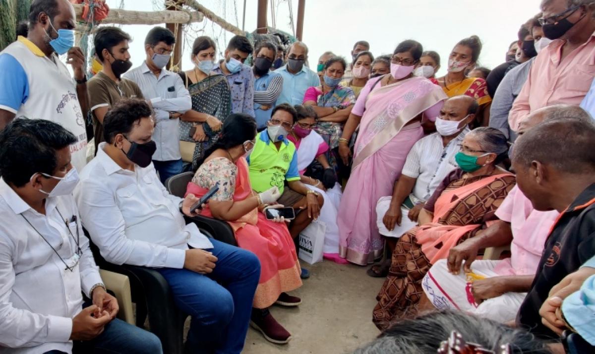 BJP MLA Ashish Shelar meets fishermen in Mahim