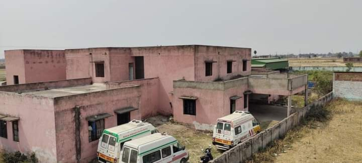 Niyamatabad block medical center in Chandauli district was built 10 years ago by the BSP but has never been operational. In a dilapidated condition it is now used as a temporary shelter for ambulances and animals