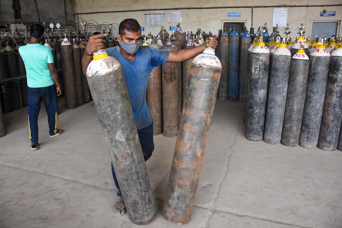 Mumbai police bust illegal oxygen manufacturing unit in Sakinaka