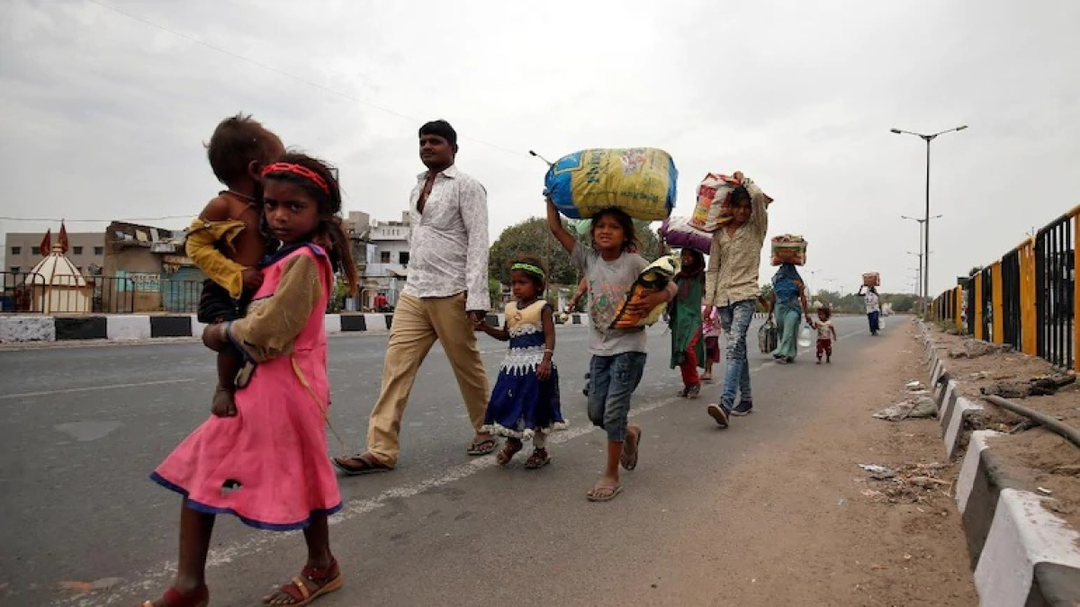 Consider harsh realities of migrants,Supreme Court tells Centre