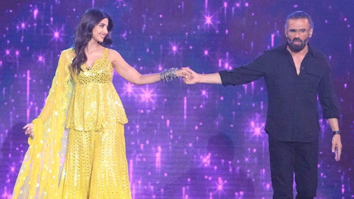Watch: Shilpa Shetty, Suniel Shetty set the stage on fire as they perform to 'Dhadkan' title track on 'Super Dancer'