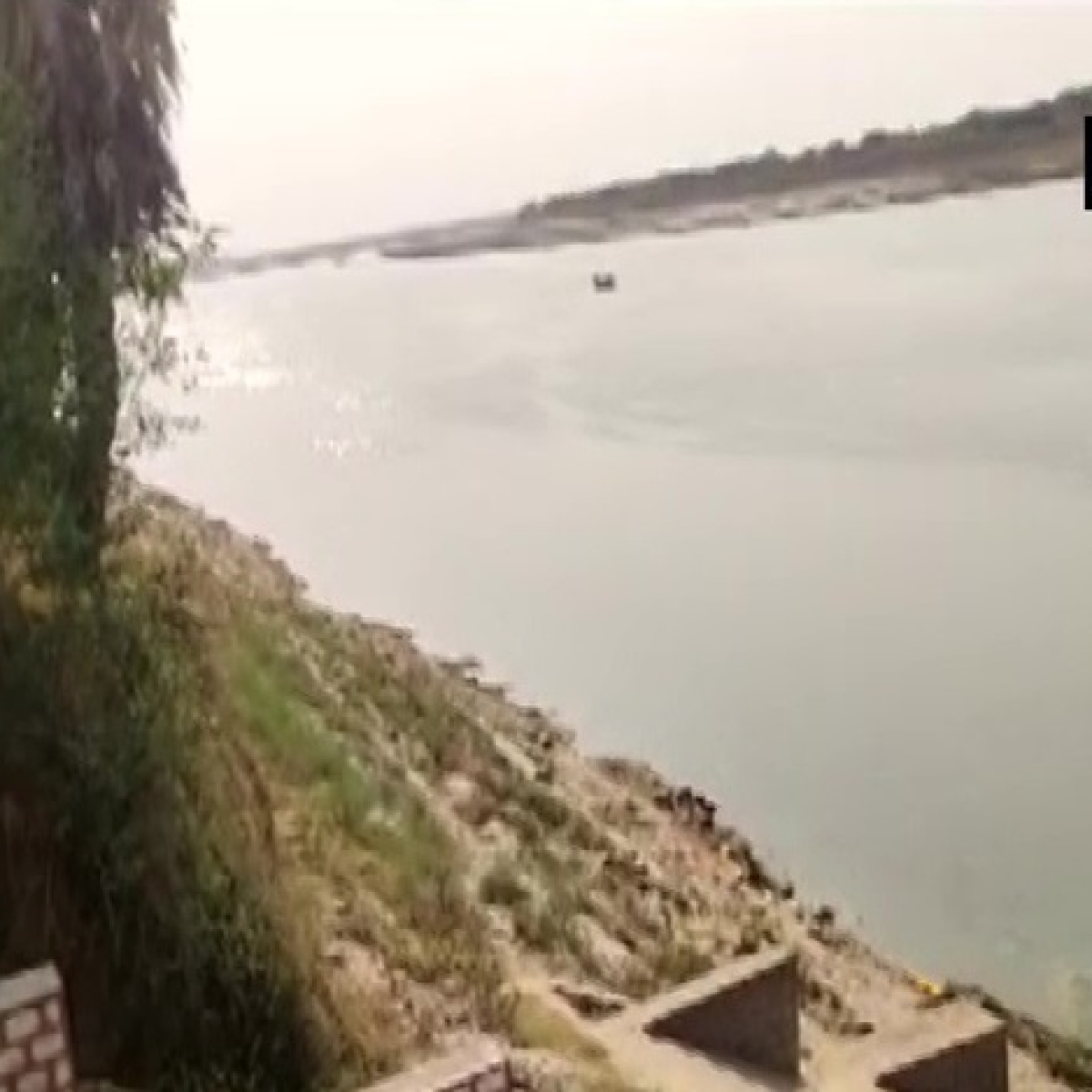 Floating dead bodies in Ganga: Ghazipur and Buxar district magistrates play blame games
