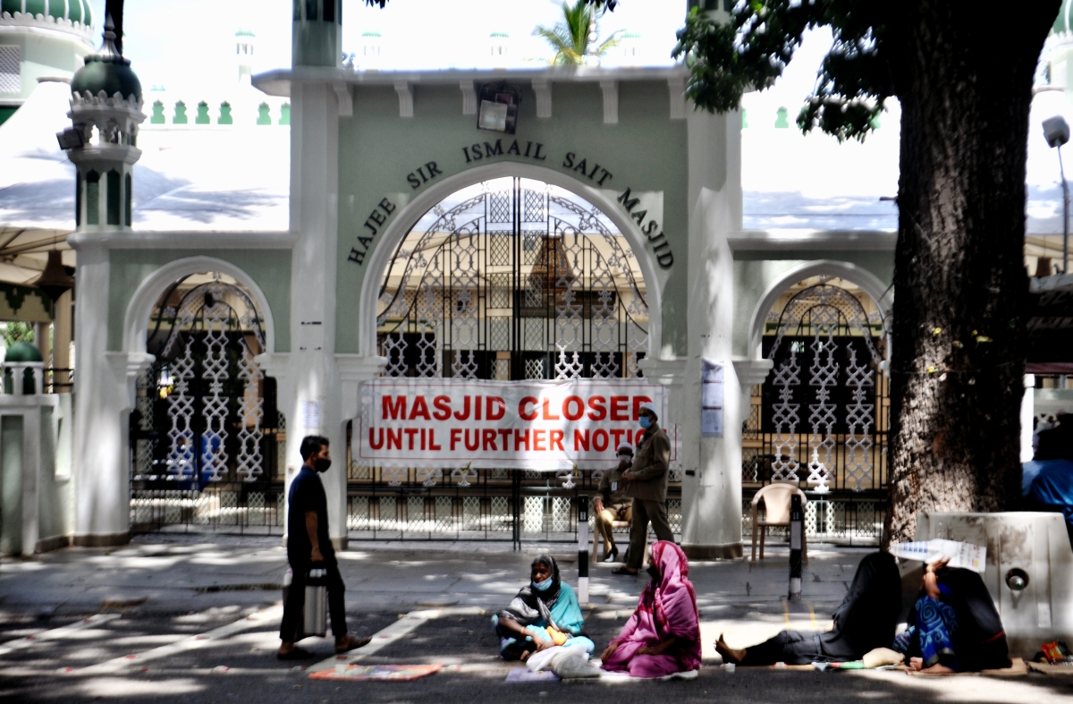 Hajee Sir Ismail Sait Masjid closed for devotees due to Coronavirus lockdown on the occasion of the Eid-ul-Fitr festival marking the end of the holy fasting month of Ramadan amid the rise in COVID-19 cases, at Pulakeshinagar in Bengaluru on Friday.