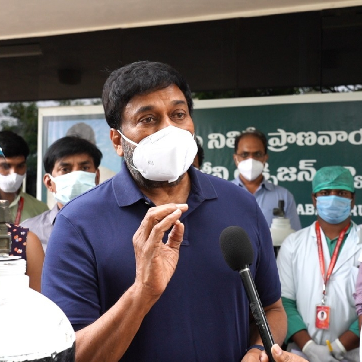 Chiranjeevi, Ram Charan inspect oxygen cylinders themselves while providing COVID relief in Telangana and Andhra Pradesh