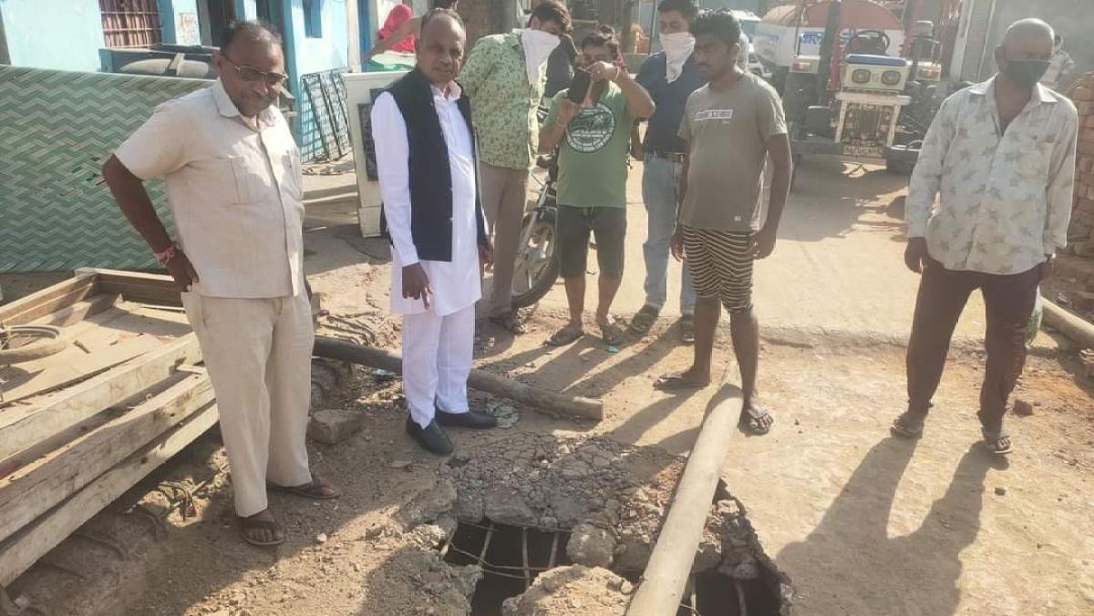 Madhya Pradesh: Netizens troll Thandla MLA Veer Singh for flouting corona norms