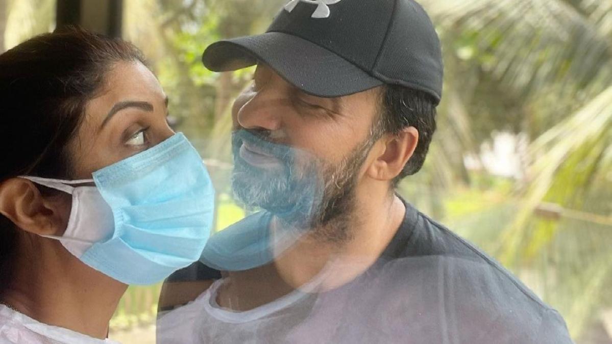 'Love in the times of corona': Shilpa Shetty enjoys a romantic moment with Raj Kundra