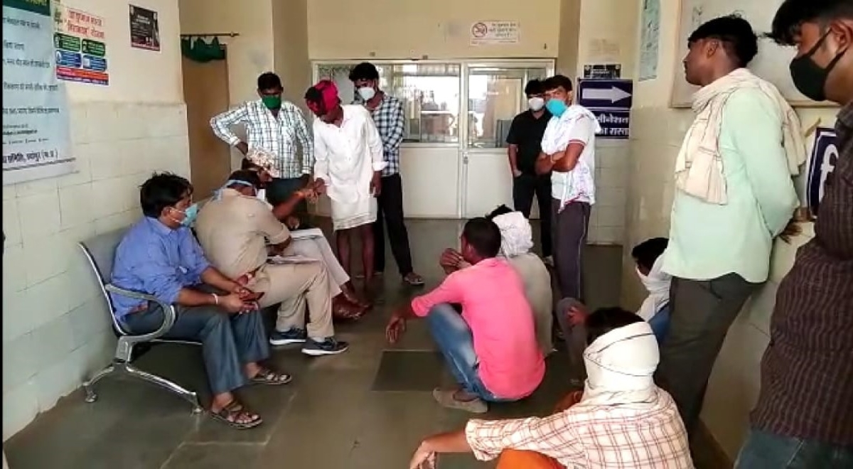 Family members of deceased and police team at Mortuary in Sheopur district.