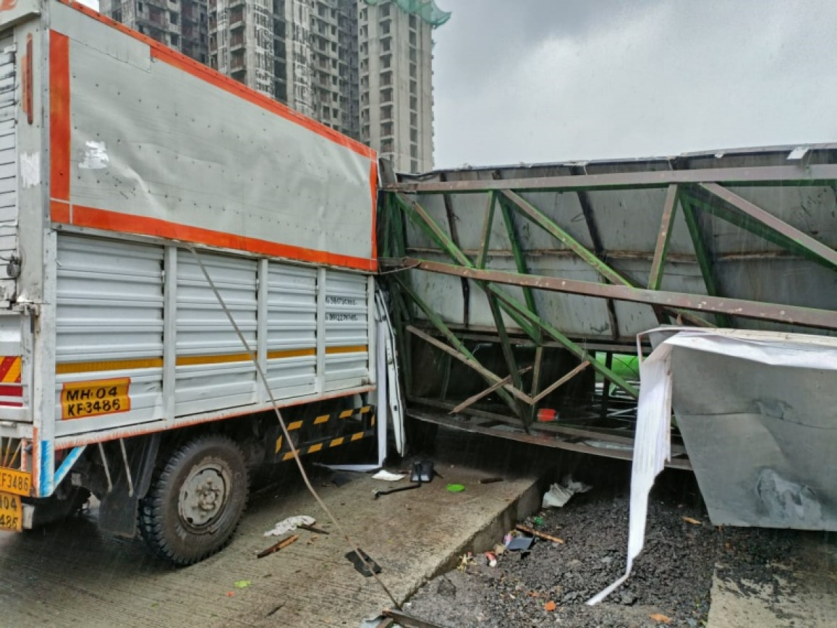 Cyclone Tauktae: Four incidents of advertising hoarding falling reported in Kalyan