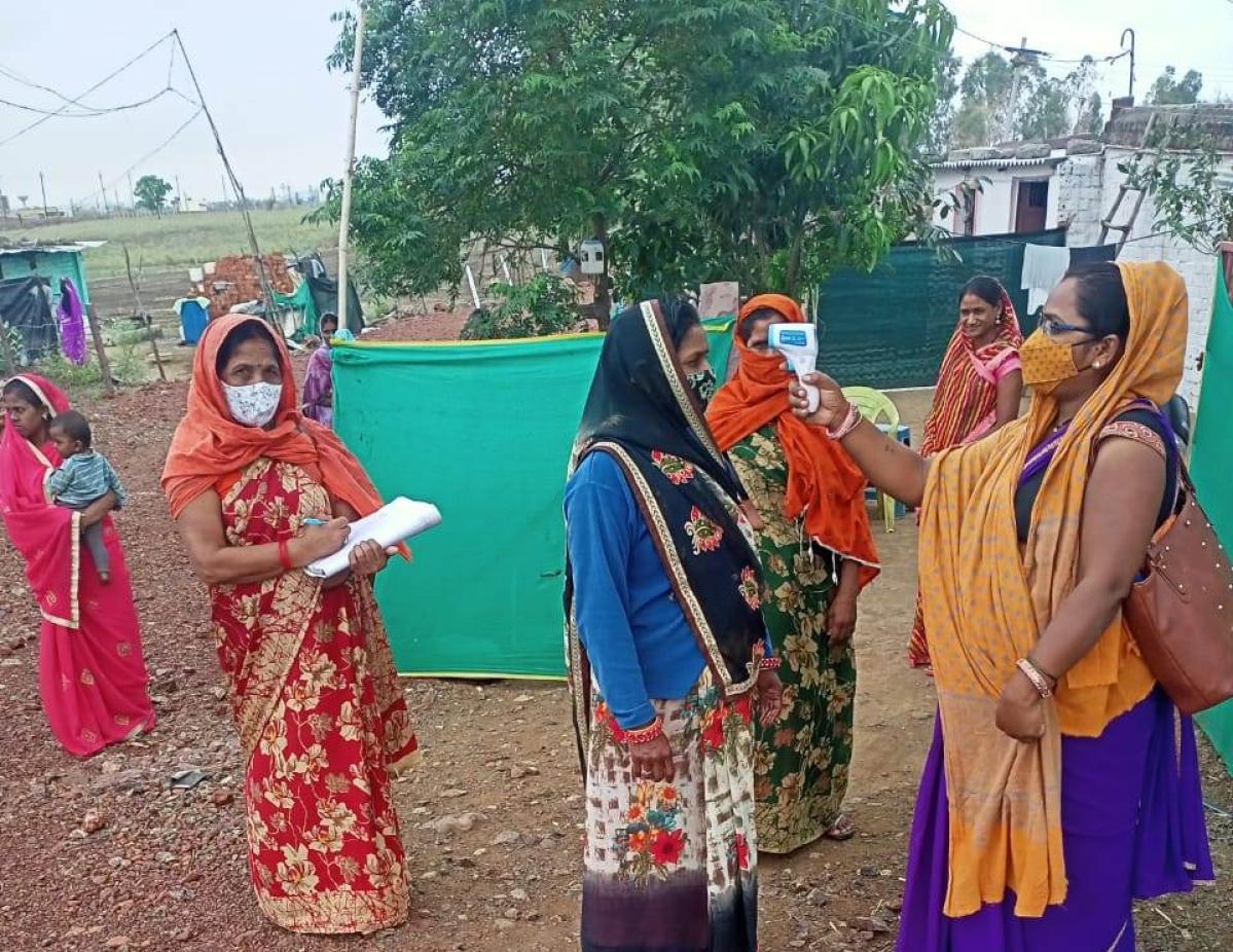 An Aanganwadi worker conducting thermal screening in Mandsaur district