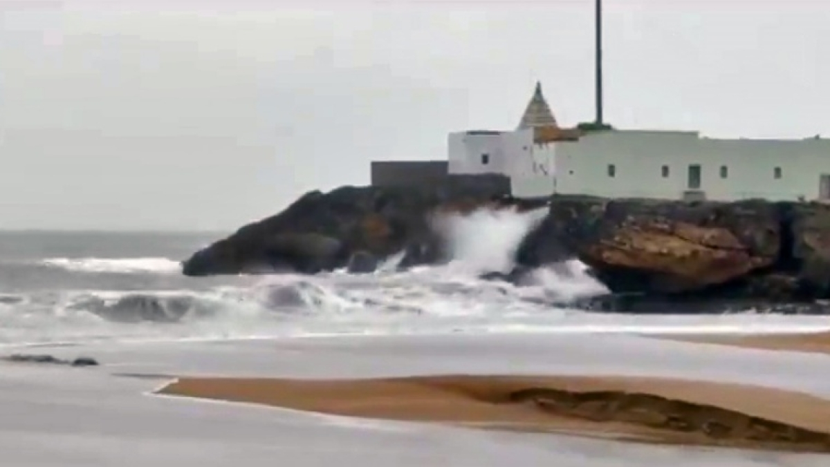 Sea turned rough in wake of Cyclone Tauktae, in Veraval on Monday.
