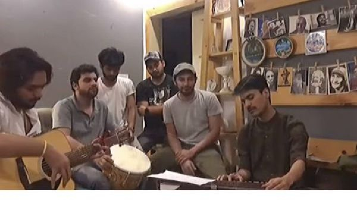Watch: Pakistani singers' soulful rendition of 'Arziyan' in solidarity with India amid COVID-19 crisis wins hearts
