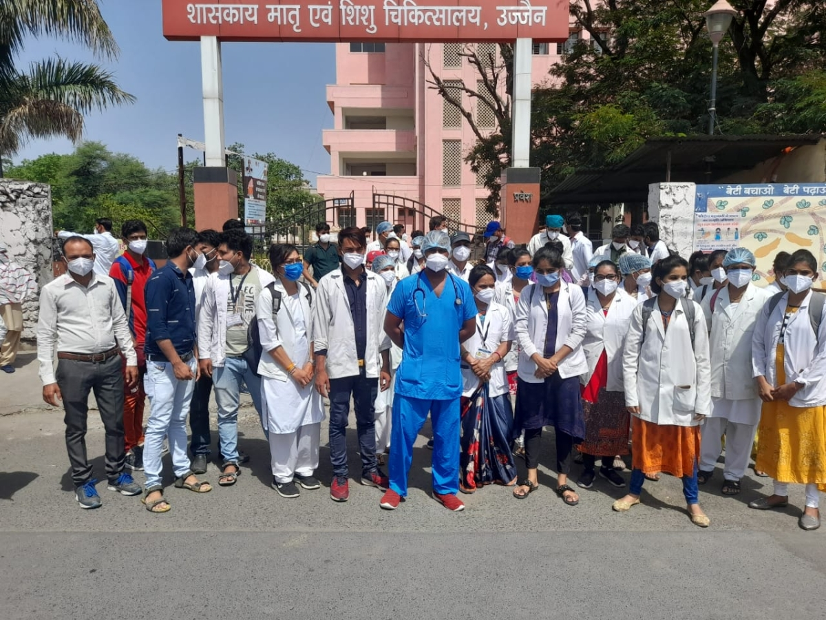 Ujjain: Temporary workers stare at unemployment, stage protest