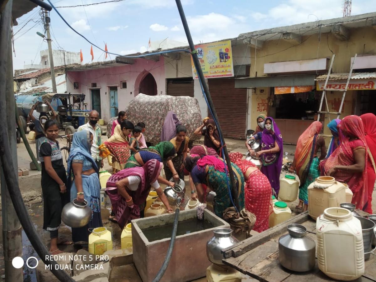 Women at tube well in Barkheda Kala village