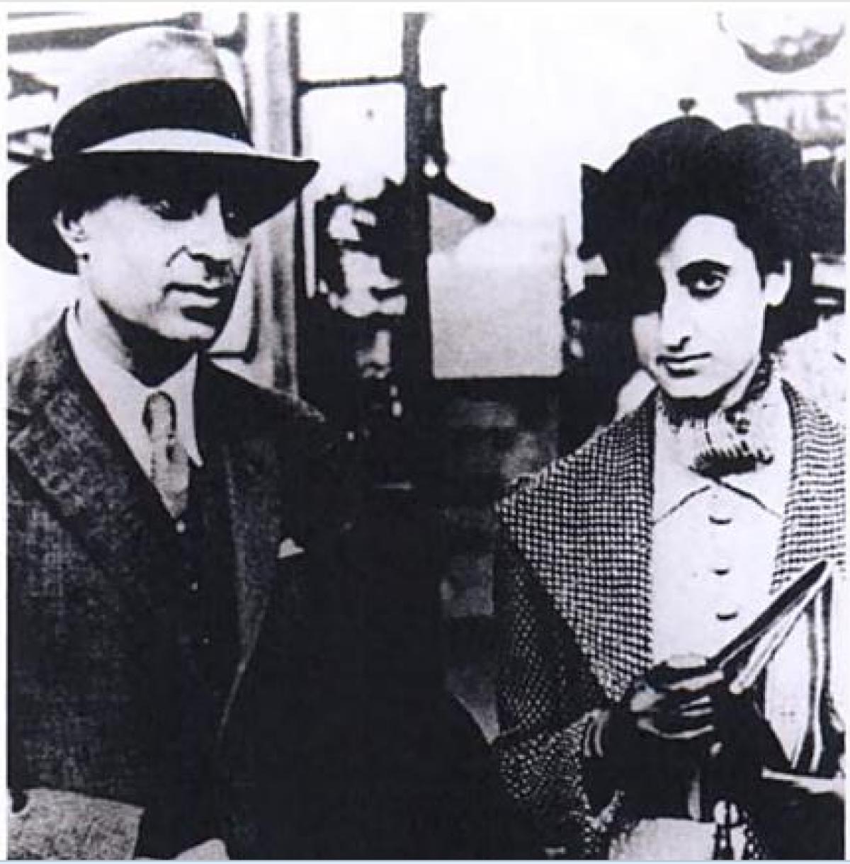 Jawaharlal Nehru and daughter- Indira