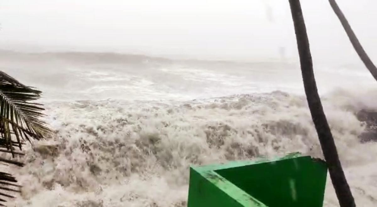 High tides form in the sea due to the formation of cyclone Tauktae, in Thrissur