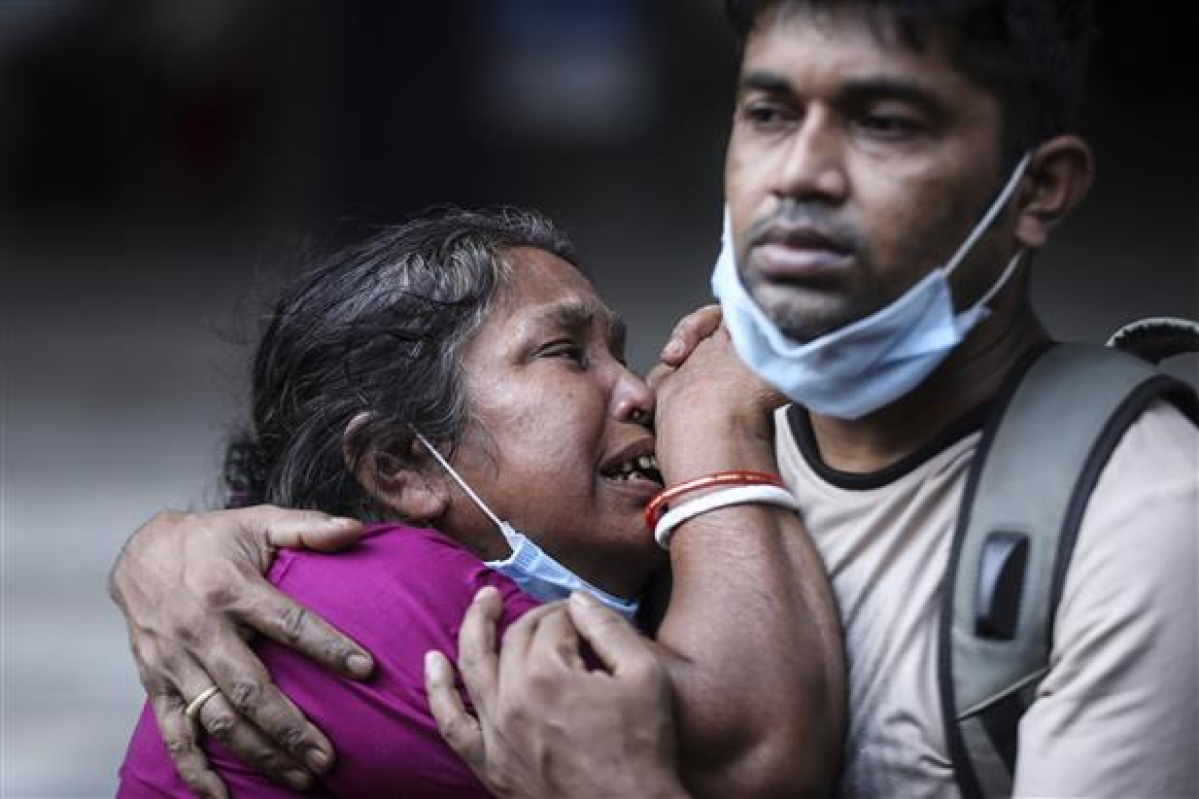 A Bangladeshi woman mourns the death of her husband who died of COVID-19 at a hospital in Dhaka, Bangladesh, on May 7. India's surge in coronavirus cases is having a dangerous effect on neighbouring Bangladesh.
