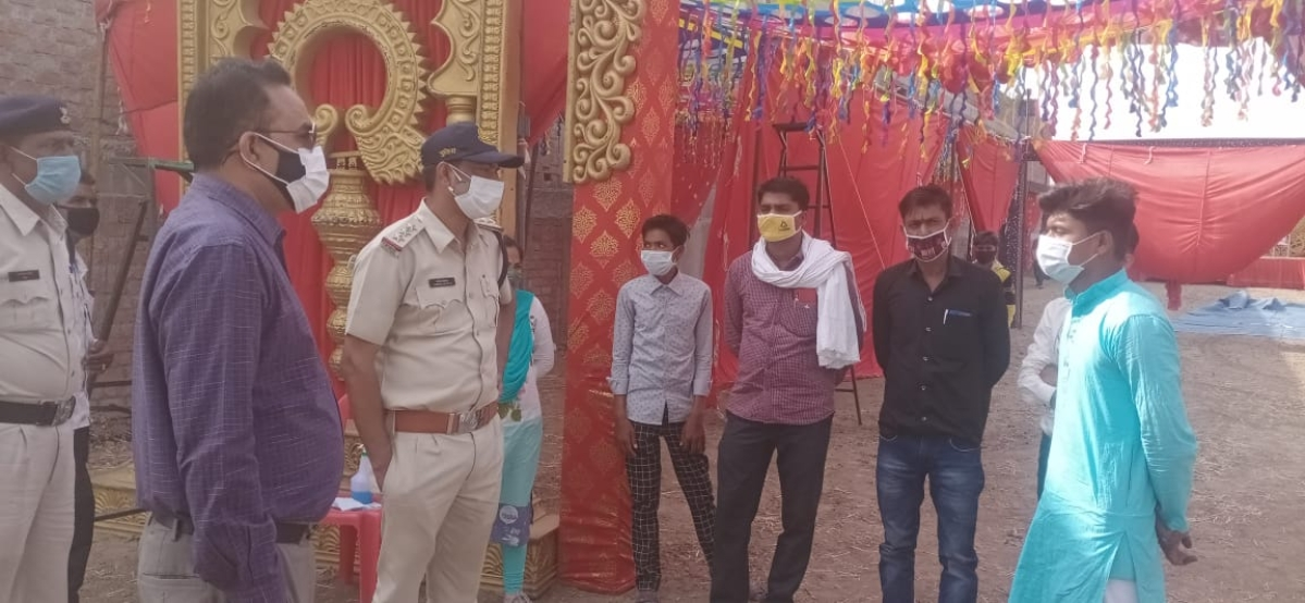 Madhya Pradesh: Action taken against tent house owner in Alot, materials seized by police