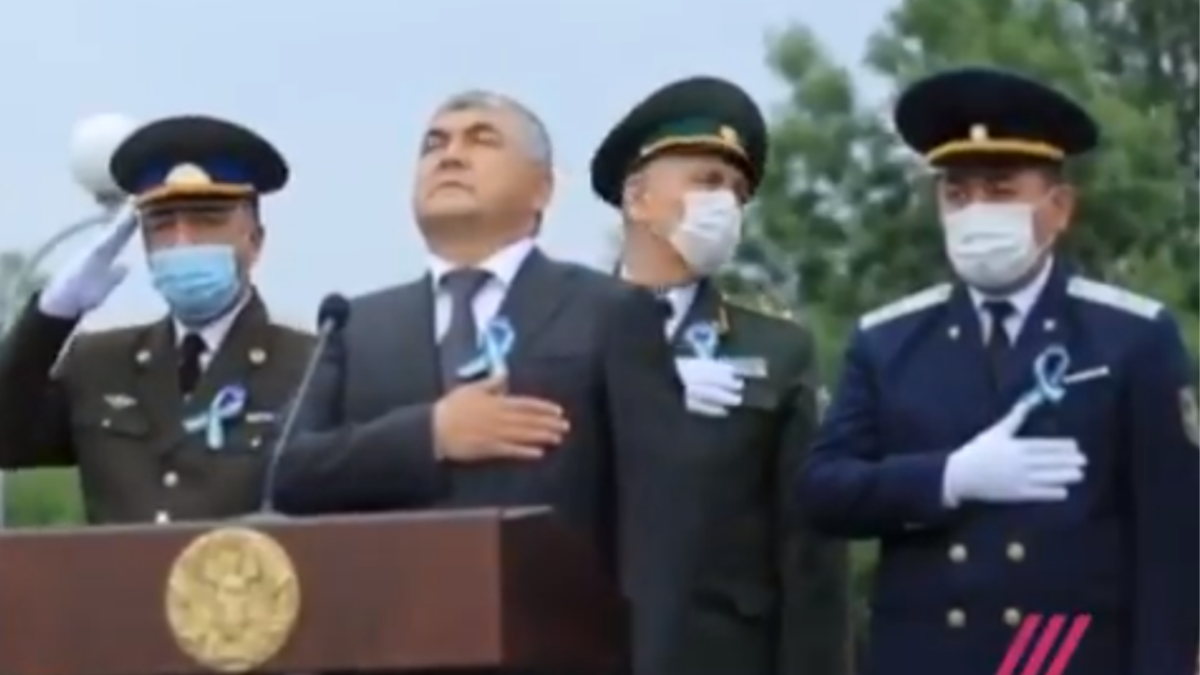 'Directed by Charlie Chaplin': Uzbek military's confusion about protocol during anthem is hilarious; WATCH video