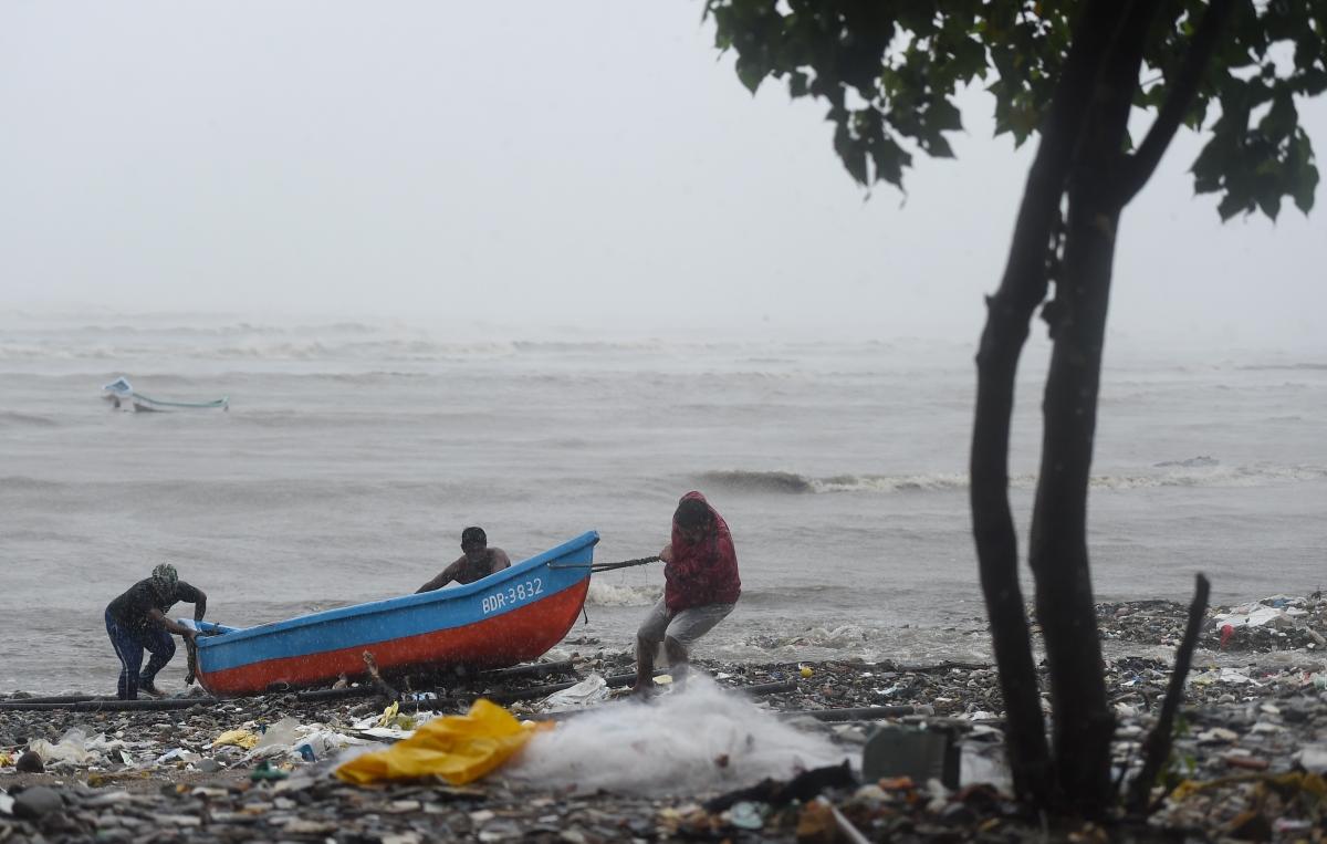 Mumbai: Fisherman goes missing as fishing boat sinks off Mahim