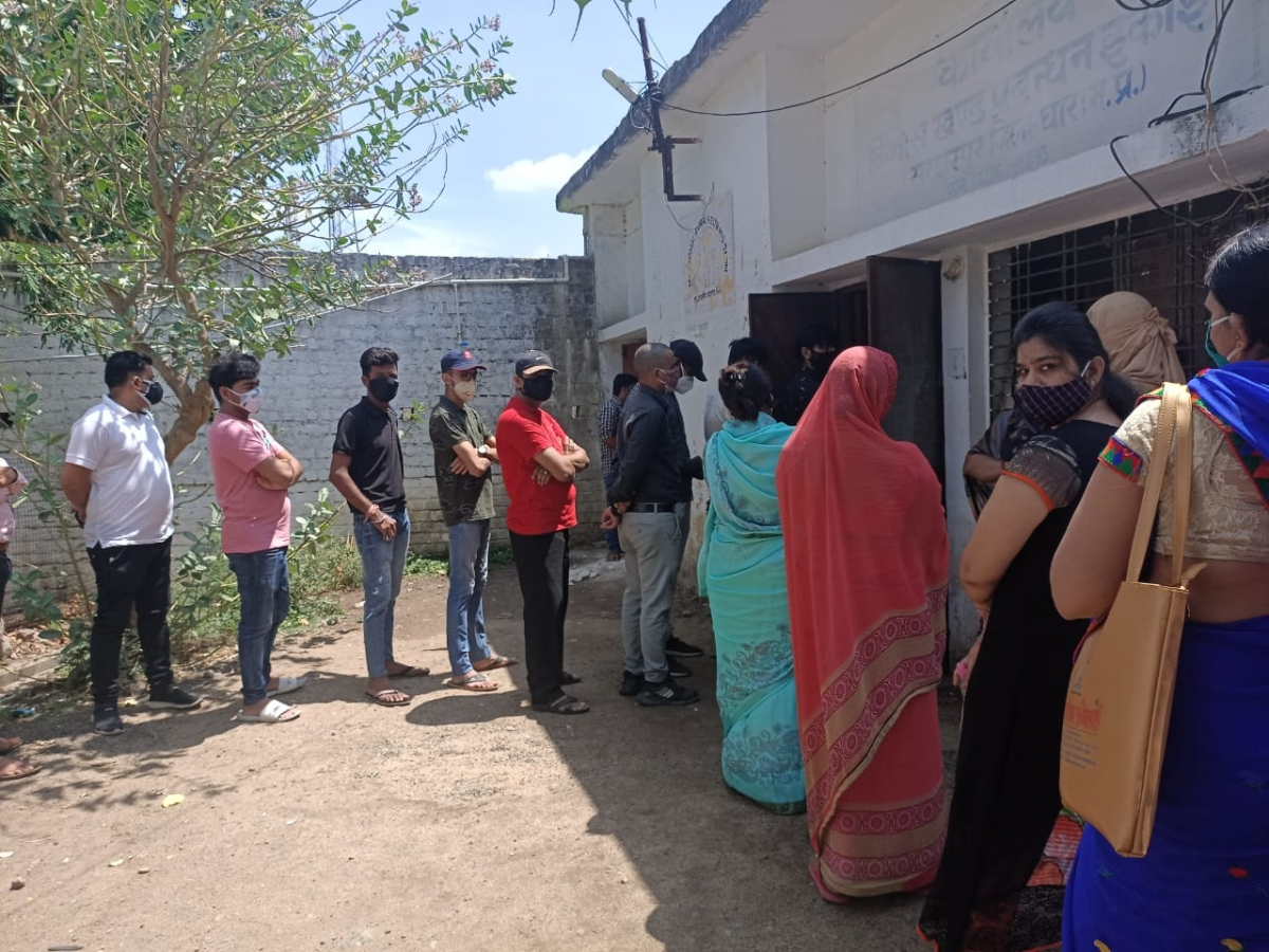 Dhar: Lack of awareness hampers vaccination drive in Sardarpur, people reaches vaccination centre without booking slots
