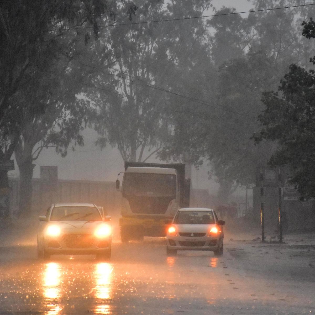 Maharashtra, Gujarat CMs discuss impact of Cyclone Tauktae