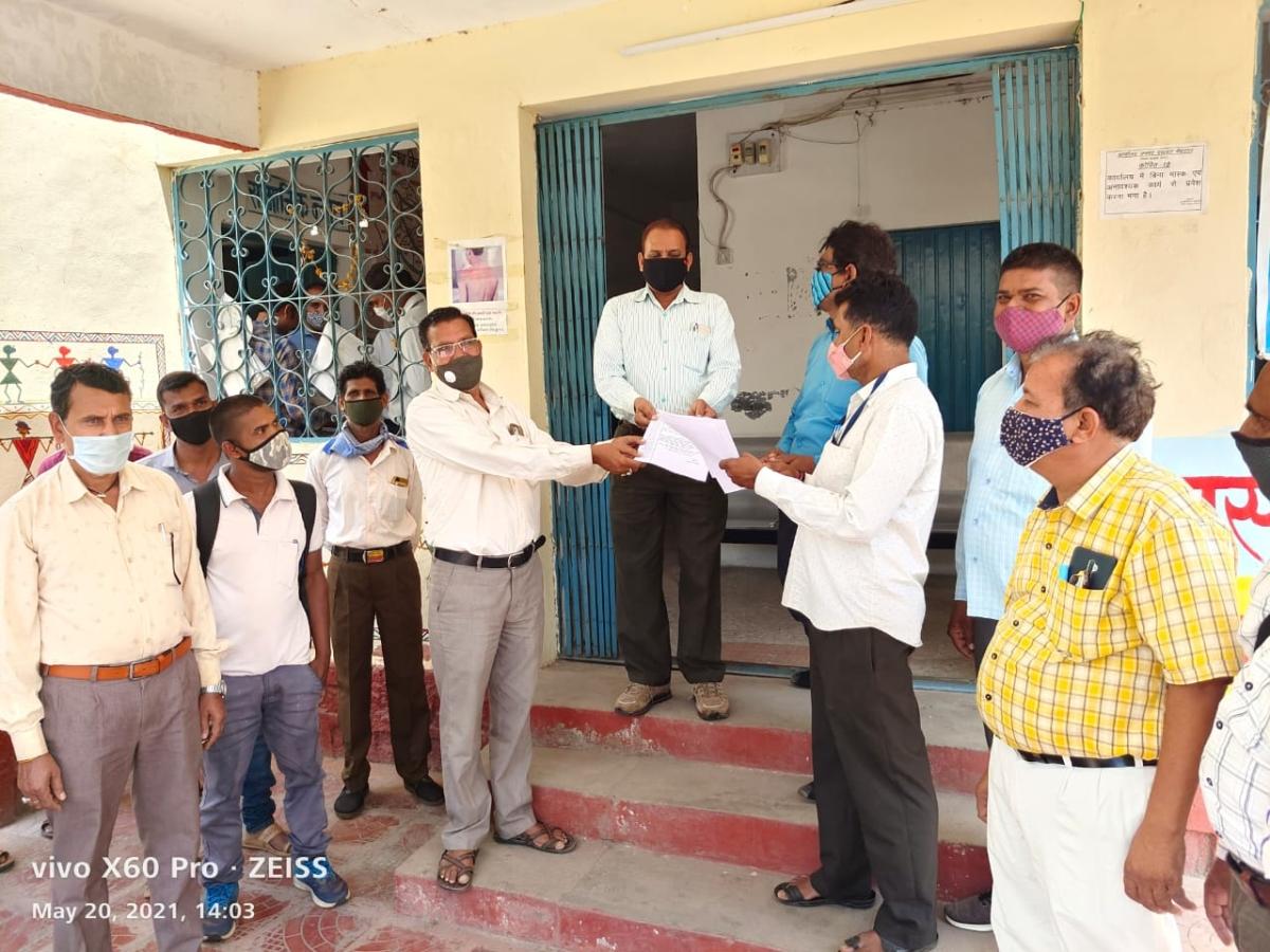 Employment assistants, panchayat secretaries submitted memorandum to Janpad CEO Virendra Singh Rawat on Thursday demanding SDM's removal