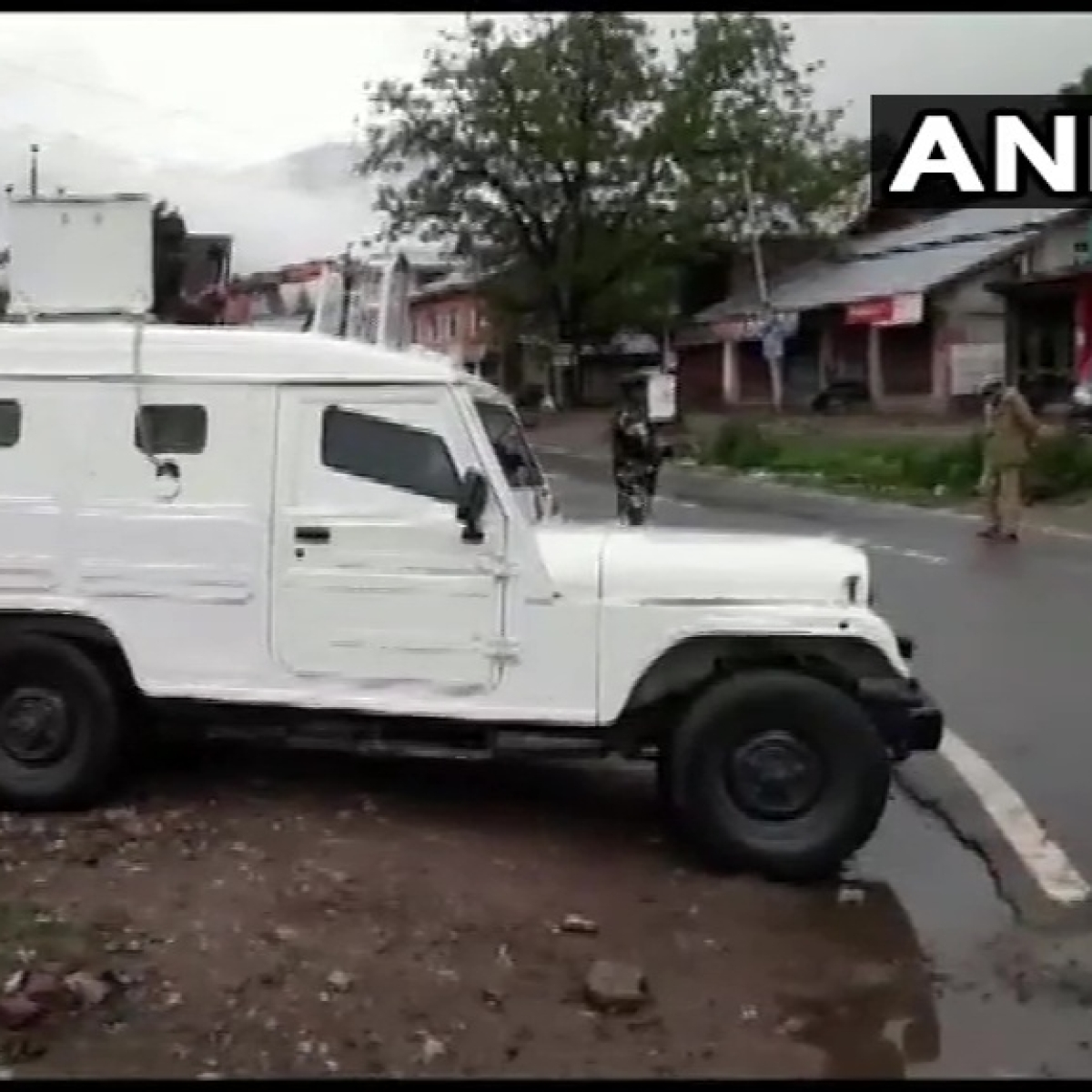 Encounter breaks out between militants, security forces in J&K's Anantnag; 3 LeT terrorists trapped