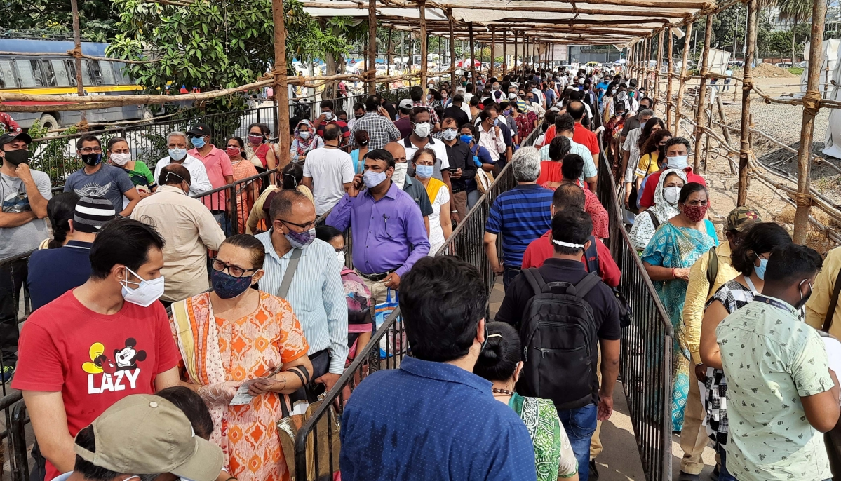 Mumbai: Ensure citizens aren't made to wait for hours for COVID-19 vaccination, Bombay HC directs BMC