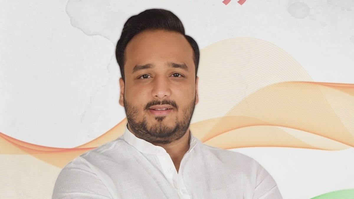 Maharashtra: Congress MLA attacks minister for putting up roadblocks