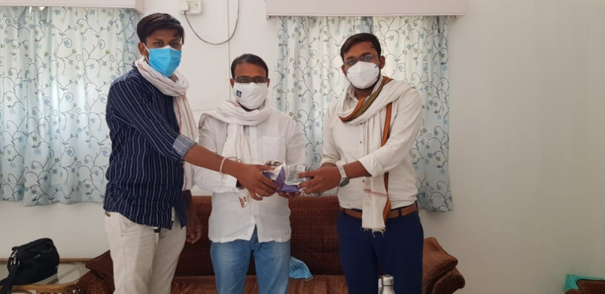 Khargone: 2 youths had planned to start mini oxygen plant after losing friend in Sanawad, now 2 mega plants in offing with legislator's support