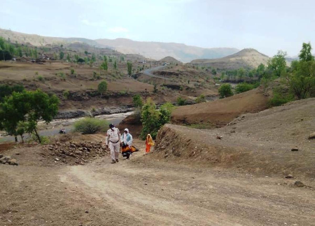 Barwani: Officials walk through mountainous terrain to stop wedding amid corona curfew