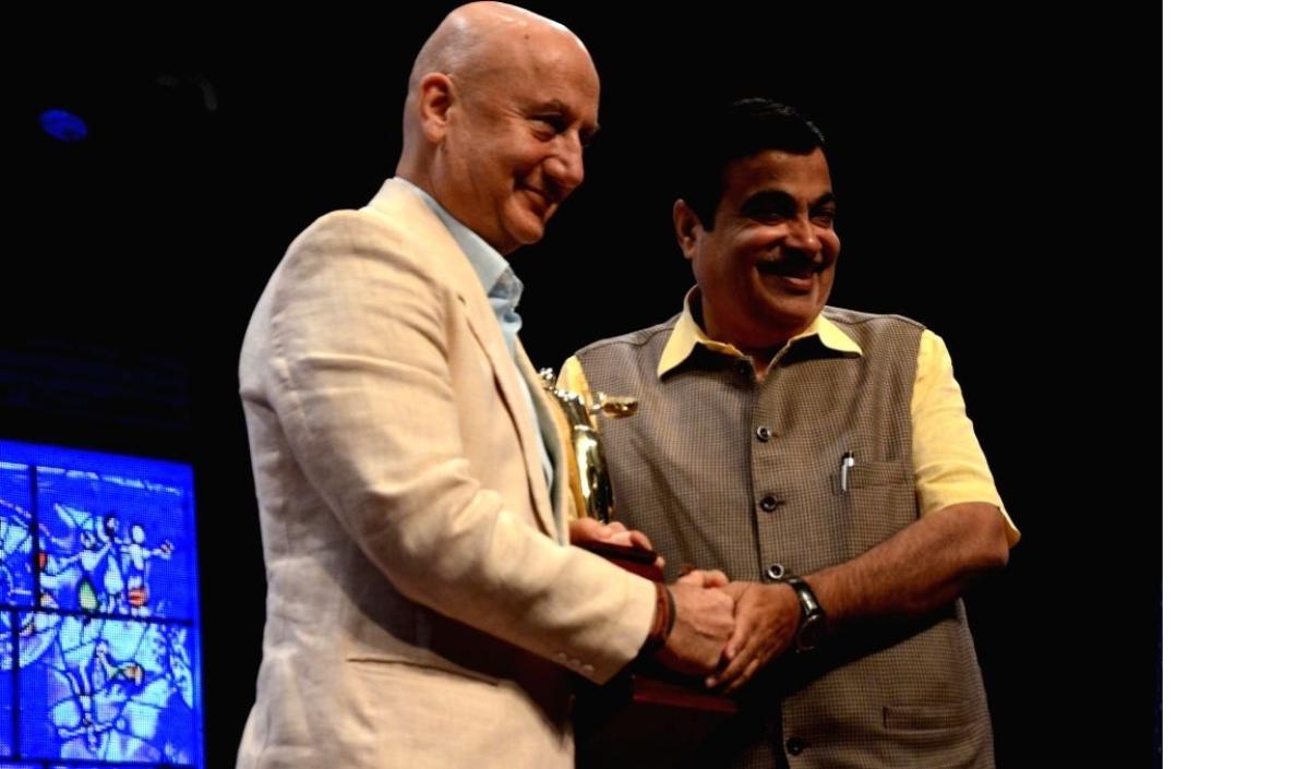 Actor Anumpam Kher (L) and Union Minister Nitin Gadkari