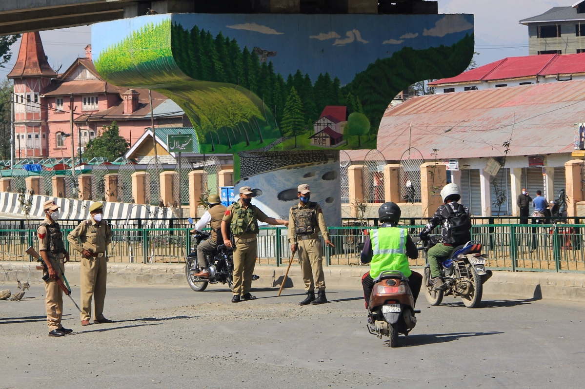 Police forces stop vehicles during Corona curfew in in Srinagar, Kashmir. As the COVID-19 cases continue to rise the authorities imposed strict Corona curfew across Jammu and Kashmir in order to stop further spread of Coronavirus.