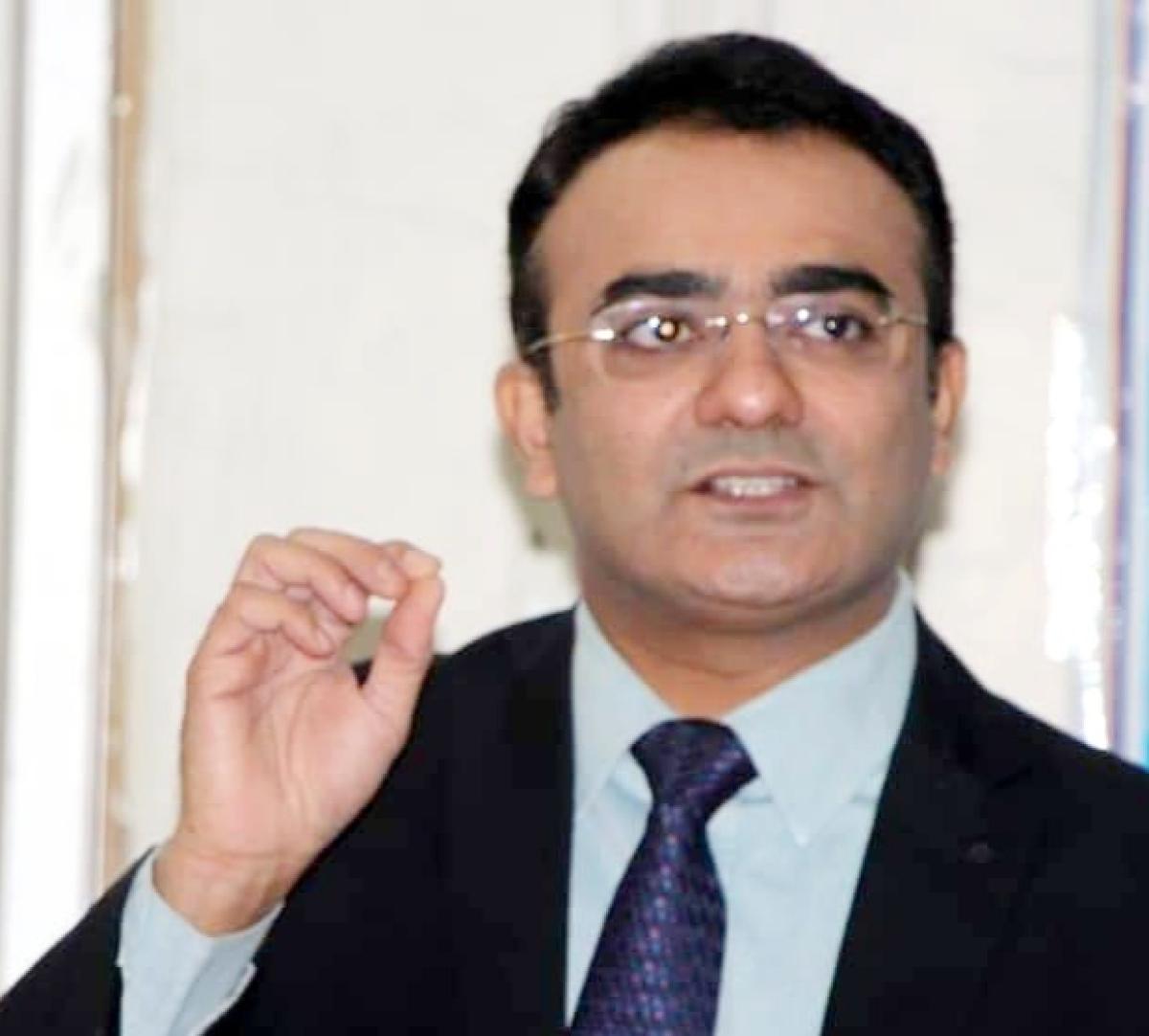 Dr Amit Solanki