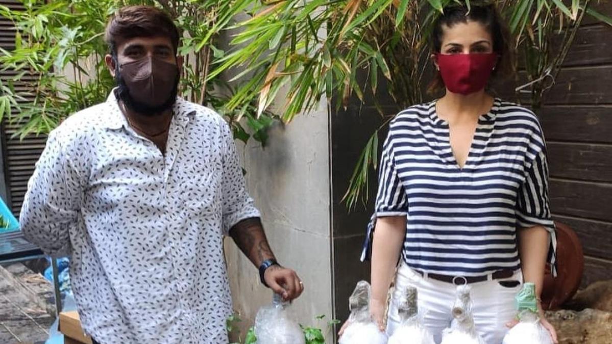 Raveena Tandon dispatches 300 oxygen cylinders to Delhi amid COVID-19 crisis