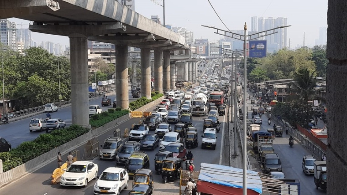 Mumbai: Traffic congestion reported at various spots, city police registers 555 cases for lockdown violation