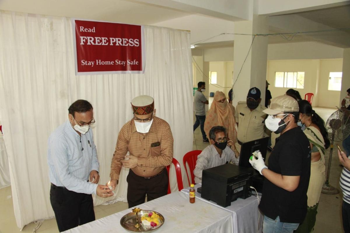 District Immunization Officer Dr Pravin Jadia and Dr Tarun Gupta inaugurating the vaccination center at Free Press.