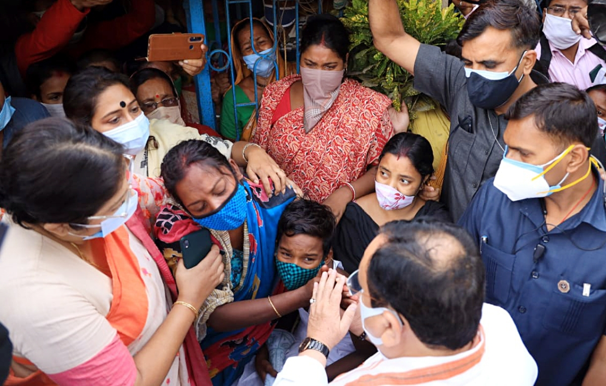 West Bengal, May 04 (ANI): BJP national president JP Nadda meets family of party worker Abhijeet Sarkar who was killed in post-poll violence, in Kolkata on Tuesday.