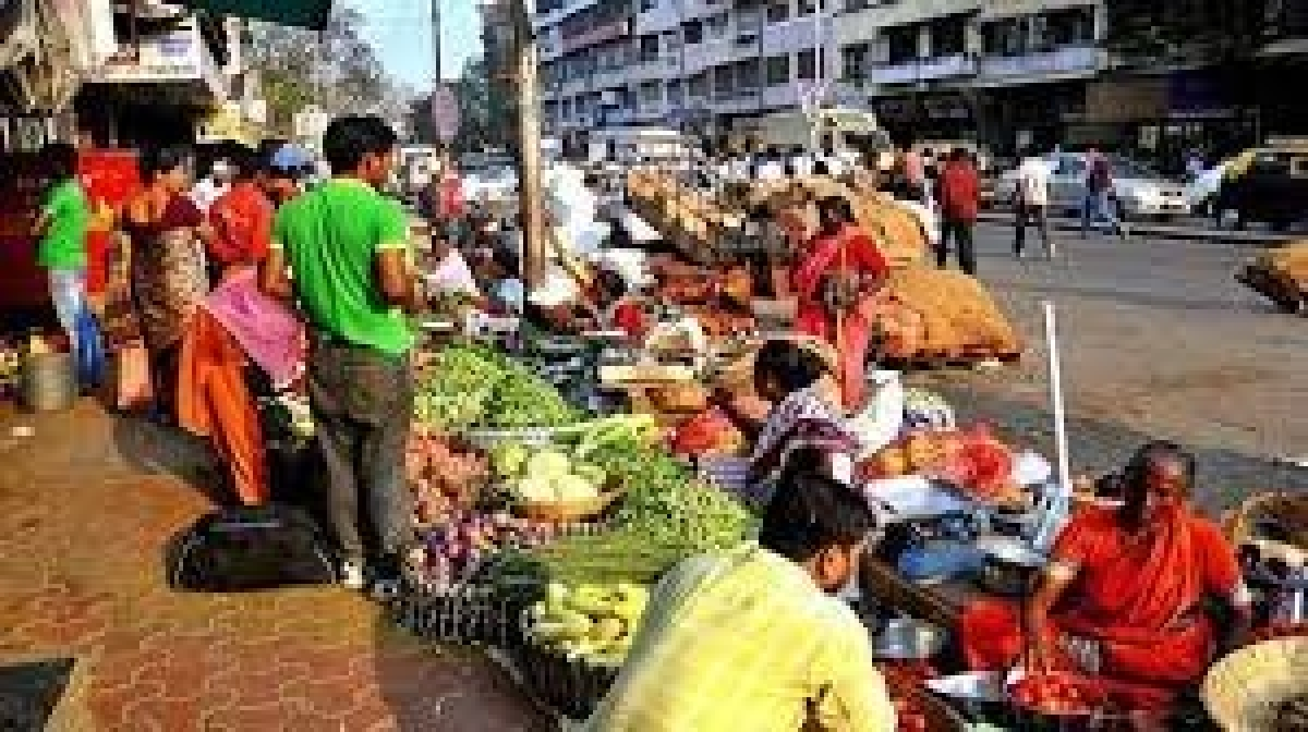 Maharashtra govt releases Rs 61.75 cr to pay aid to authorised hawkers & vendors