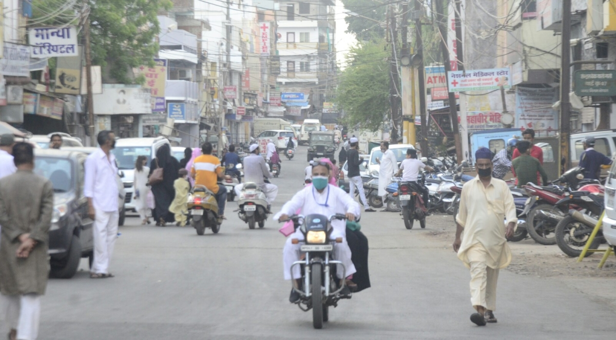 Bhopal: People swarm the roads on Eid, breach lockdown protocols